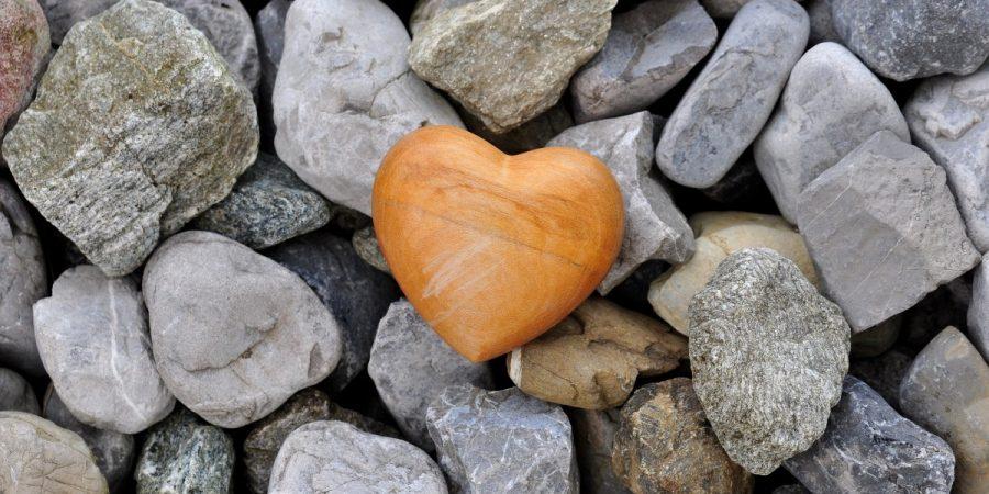 décorer avec un cœur en bois