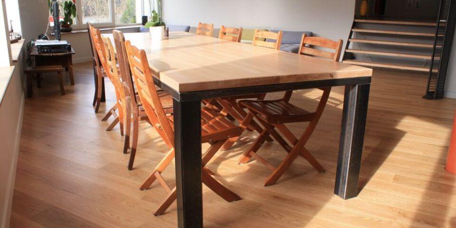 La table à manger en bois